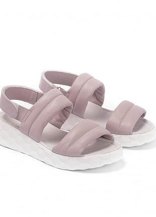 Сиреневые кожаные сандалии на платформе