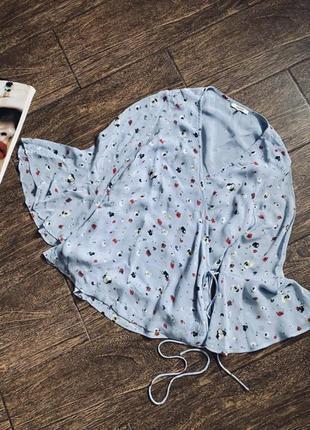 Очень красивая цветочная блуза на запах. цена на сайте 145€