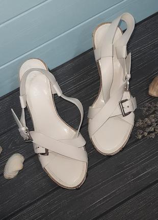 Белые босоножки сабо на деревянной подошве franco sarto