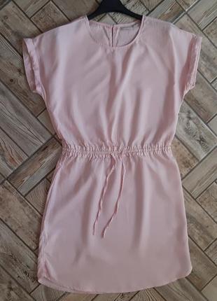 Красивое розовое платье свободного кроя