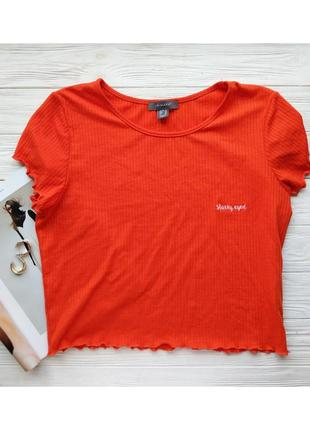 Оранжевая футболка топ майка в рубчик с набпистю вышивкой