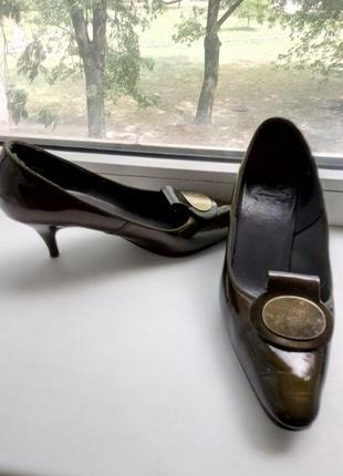 Туфли лакированые 37 р.