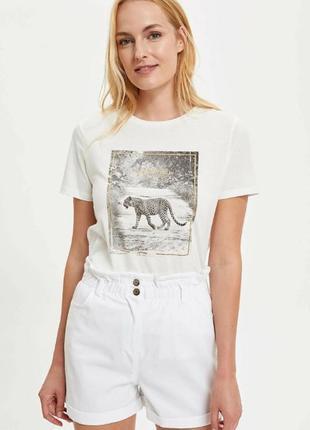 Белая женская футболка defacto  дефакто с леопардом stay wild- be strong