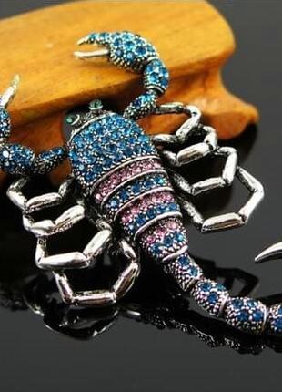 Большая стильная брошь брошка в виде огромного скорпиона с черным панцырем в стразах