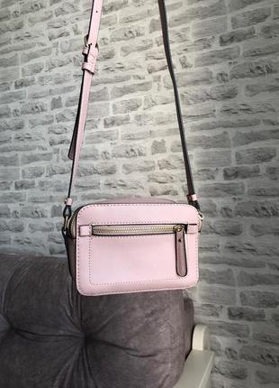 Розовая сумка на длинной ручке
