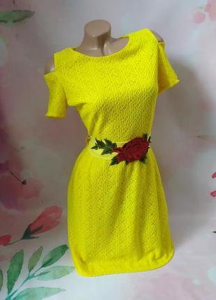 Шикарное платье с поясом