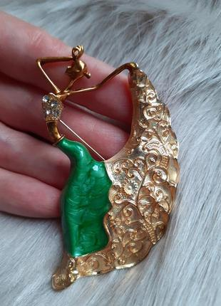 Брошь танцовщица под золото с зеленой юбкой новая