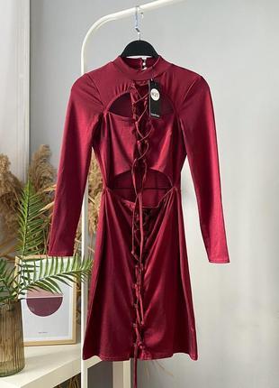 Дерзкое красное платье с чокером и шнуровкой boohoo