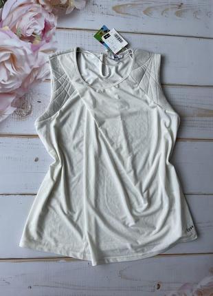 Белая блуза с серыми плечиками