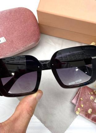 Модные женские солнцезащитные очки на среднее лицо