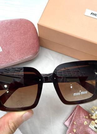 Модные женские очки солнцезащитные на среднее лицо