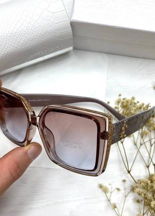 Стильные солнцезащитные очки женские на среднее лицо