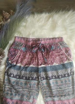 Яркие легкие летние брюки