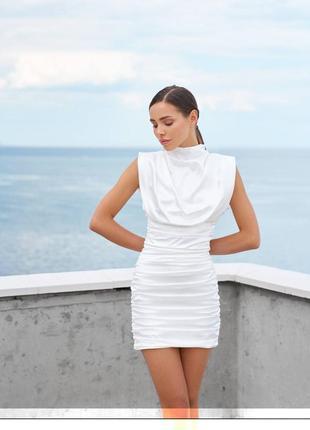 Вечернее мини платье со сборкой