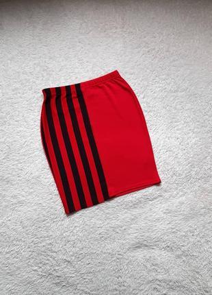 Красная юбка, мини