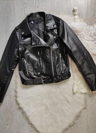 Черная короткая кожаная куртка кожанка косуха с поясом карманами