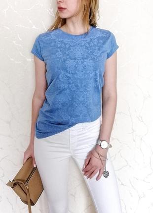 Летняя женская футболка с узорами