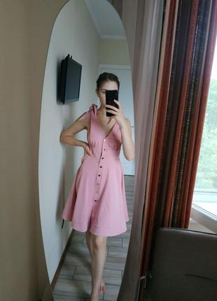 Нарядное вечернее розовое платье от irena richi на золотистых кнопках
