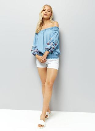 Красивая джинсовая блуза с вышивкой new look.4 фото