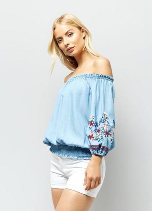 Красивая джинсовая блуза с вышивкой new look.2 фото