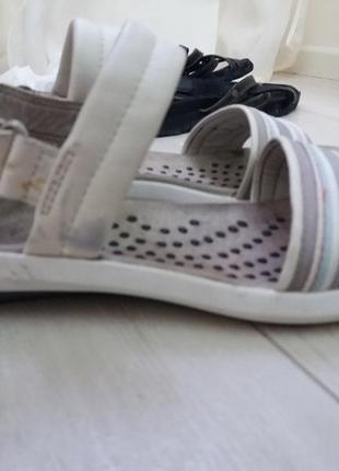 Сандали clarks белого цвета на липучках. 100% кожа
