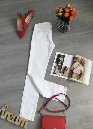 Белые джинсы levi's в 28 размере