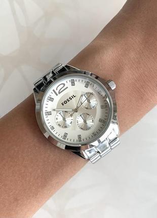 Женские серебристые часы металлические серебристого цвета