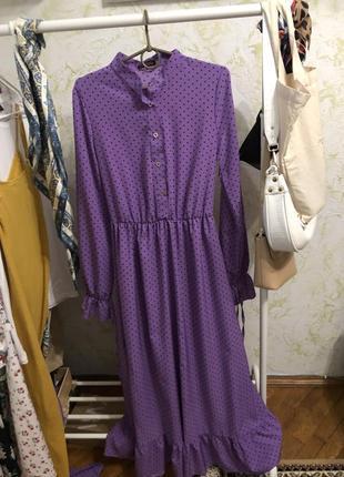 Красива сукня міді в фіолетовому кольорі