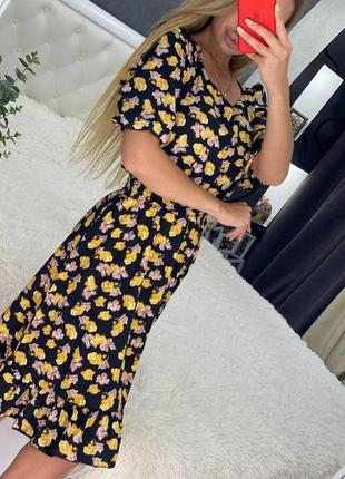 Платье на резиночке с рукавами фонариками и рюшей в цветочный принт