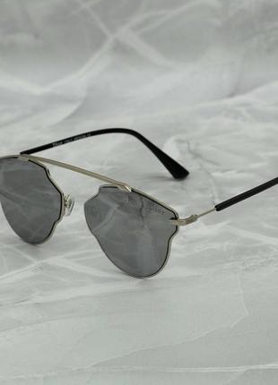 ▪️ сонцезахисні окуляри