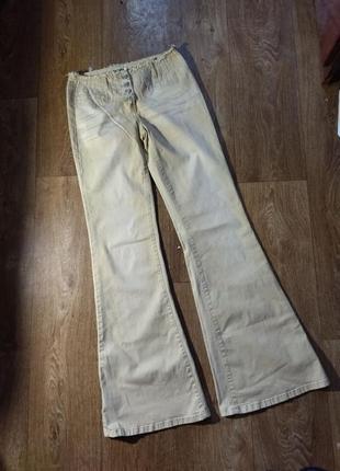 Трендовые джинсы клеш