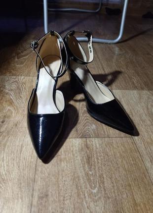 Трендовые новые туфли