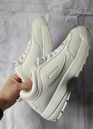 Белые кроссовки платформа тренд спортивные стильные
