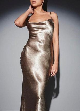 Атласное шелковое платье с открытой спиной