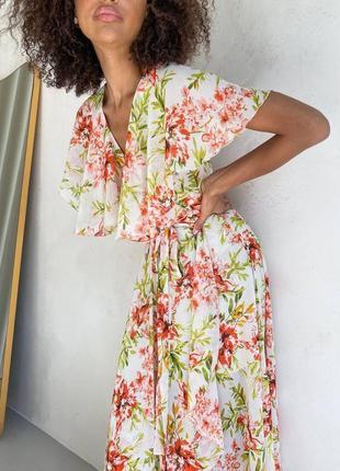 Шифоновое платье на запах в цветочный принт