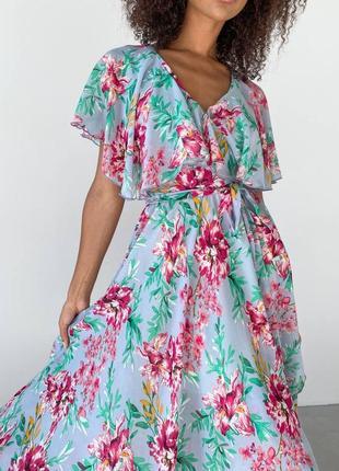 Бирюзовое шифоновое платье на запах с цветами цветочный принт