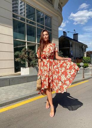 Шифоновое платье на запах с цветами цветочный принт