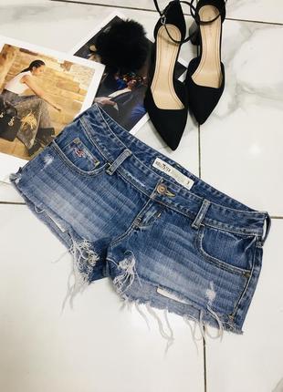 Крутые потрепаные джинсовые шорты с сильно потертыми деталями hollister