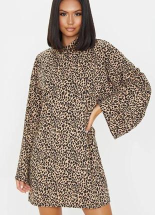 Бежевое платье-джемпер оверсайз в рубчик с леопардовым принтом