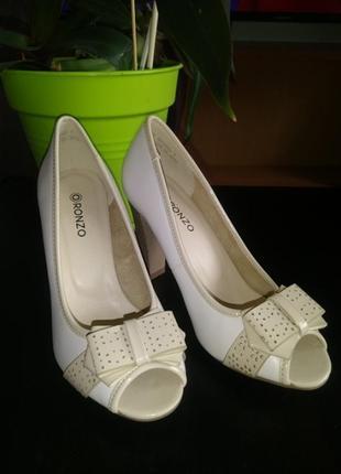 Белые туфельки 🤍