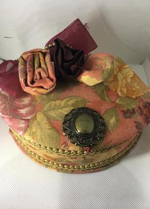 Красивая шкатулка для хранения украшений