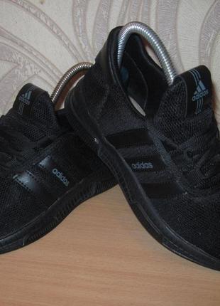 Продам кроссовки на широкую ногу , фирмы adidas 36 размера .