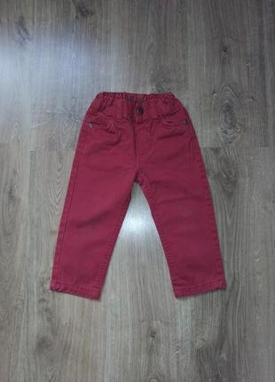 Червоні джинси для хлопчика.