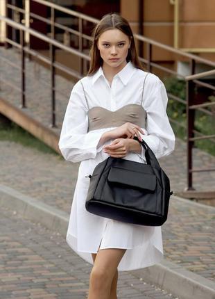Молодежная спортивная  черная вместительная женская сумка
