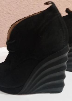Натуральные замшевые ботинки 35 .5 36 размера