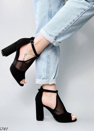 Босоножки на каблуке чёрные с сеткой эко замшевые