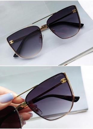 Солнцезащитные очки в черном цвете