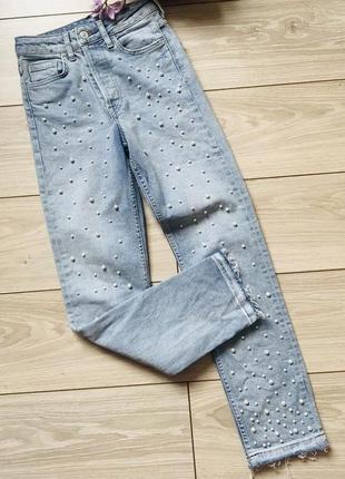 Светлые голубые джинсы с жемчужинами высокая посадка
