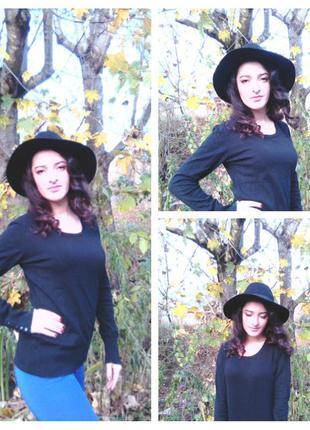 Чорний светер