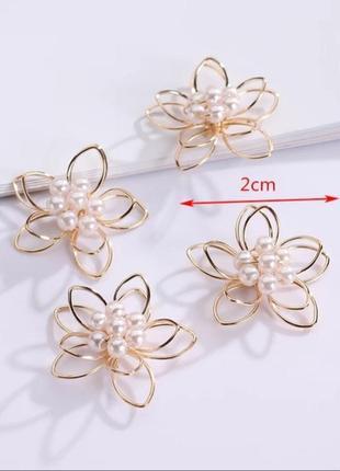 Серьги с жемчугом сережки цветочки метал под золото